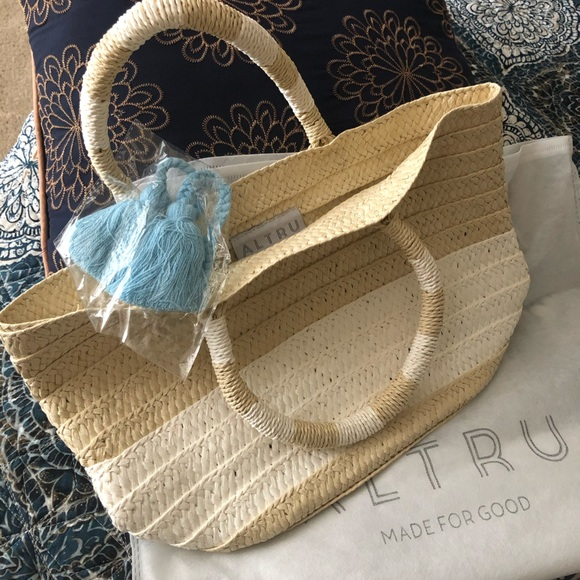 Altru small tote from Causebox